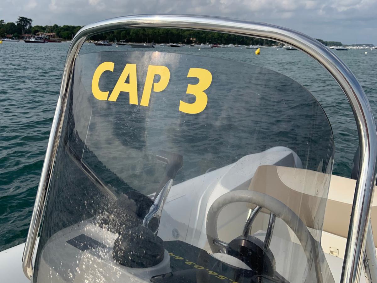 Capelli 650 location bateau 10 personnes