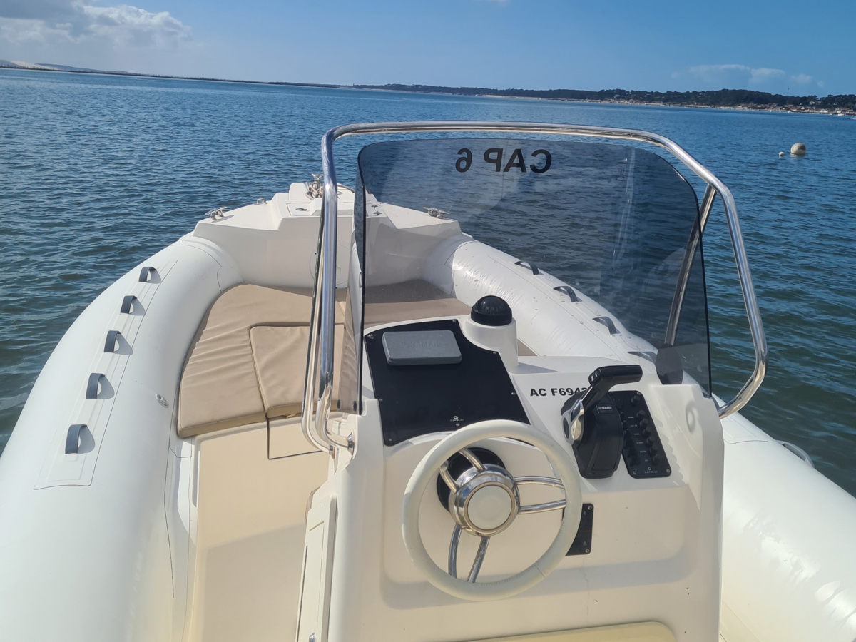 Capelli 700 location bateau 12 personnes