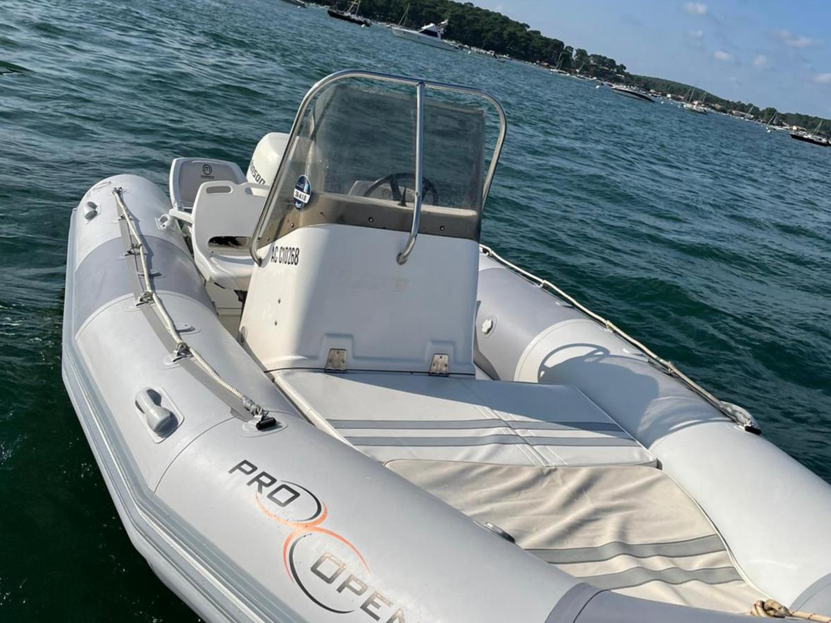 Zodiac Pro location bateau 6 personnes